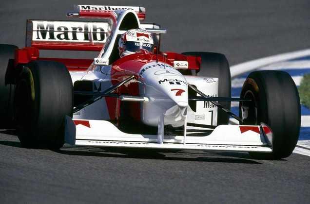 Com problemas físicos e desempenho ruim, Nigel Mansell foi trocado por Mark Blundell ainda na primeira metade da temporada 1995.