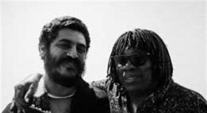 Com quatro faixas, 'Existe amor' conta com participações do pianista pernambucano Amaro Freitas
