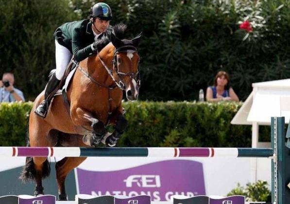 Com seis participações olímpicas, o cavaleiro Rodrigo Pessoa é um dos cinco brasileiros com essa marca: de 1992 até 2012. Ele conquistou três medalhas, sendo uma delas de ouro, em Atenas.