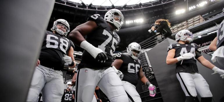 Com um time muito jovem, Las Vegas Raiders demonstra estar no caminho certo para uma reconstrução bem-sucedida.