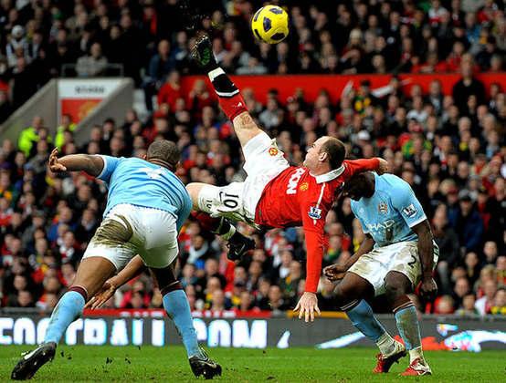 Com uma bicicleta perfeita, Wayne Rooney decidiu o clássico de Manchester a favor do United na vitória por 2 a 1 sobre o City, no Old Trafford, em 2011.