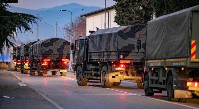 O governo da Itália convocou as Forças Armadas para ajudar no transporte dos mortos