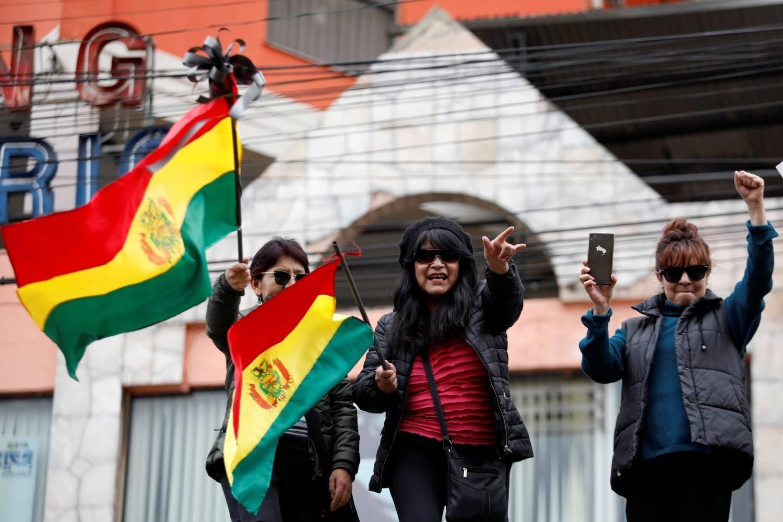 Resultado de imagem para Bolivianos comemoram renúncia de Evo