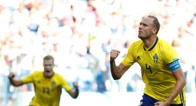 Granqvist marcou gol de pênalti e garantiu a vitória da Suécia por 1 a 0