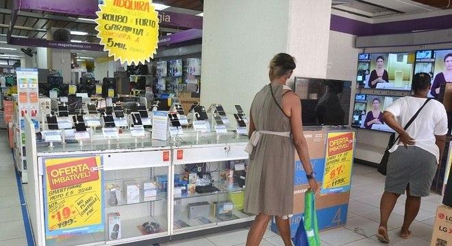 Lojas devem ser fechadas para conter pandemia do coronavírus