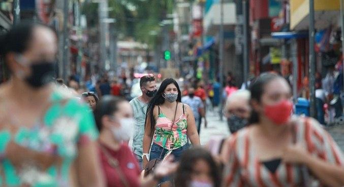 Movimento do comércio nas ruas de Campinas, no interior de São Paulo