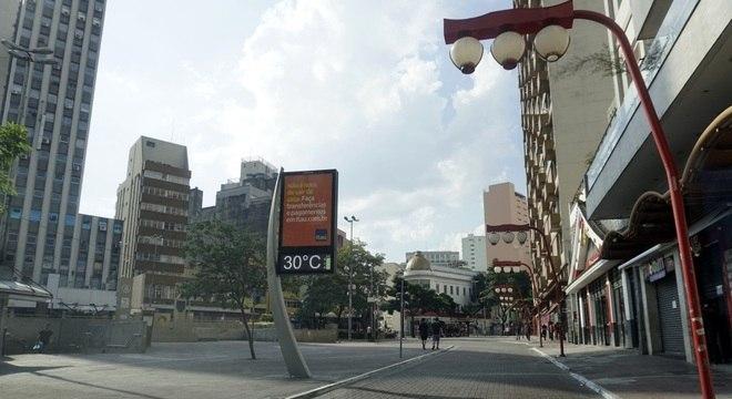 Rua de São Paulo vazia no final de março, quando começaram as restrições