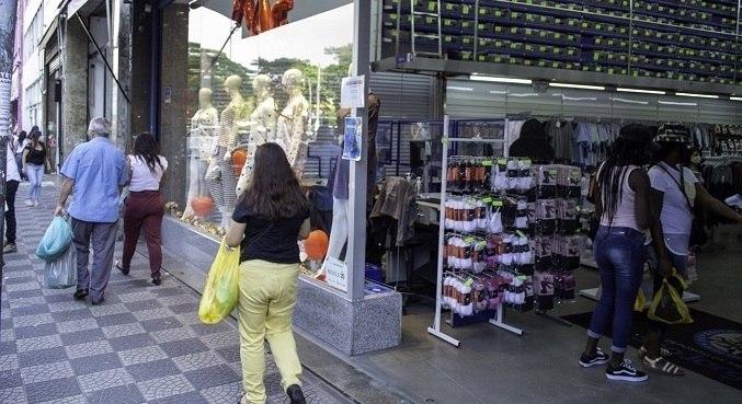 Restaurantes, shoppings e lojas de rua podem agora funcionar das 6h às 21h