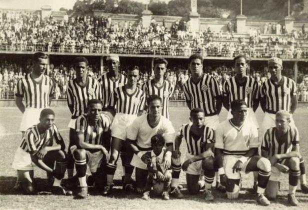 Comércio fechado! Em 1933, o Bangu conquistou o seu primeiro título do Campeonato Carioca. Esta foi a primeira vez em que o estadual do Rio de Janeiro foi disputado por clubes profissionais.