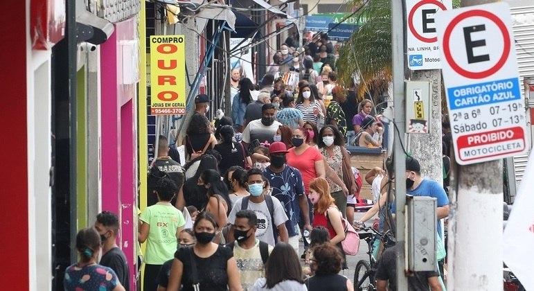 Comércio popular volta a registrar aglomeração após restrições de abertura