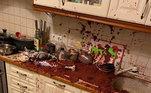 Um papai foi tentar fazer vinho e tingiu a cozinha inteira
