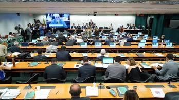 __Deputados discutem parecer da reforma da Previdência__ (Pablo Valadares/Câmara dos Deputados - 18.06.2019)