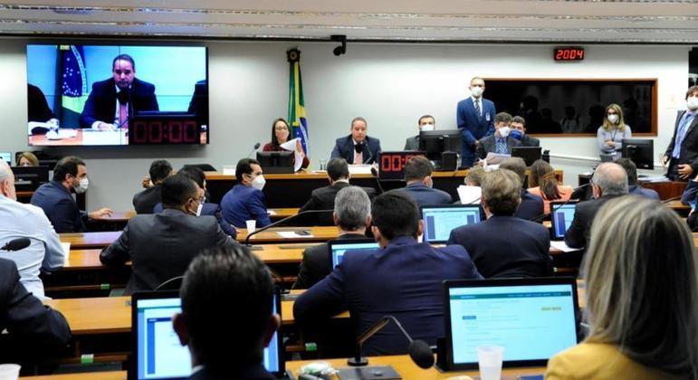 Comissão especial da Câmara debate a PEC da reforma política, que muda o sistema eleitoral