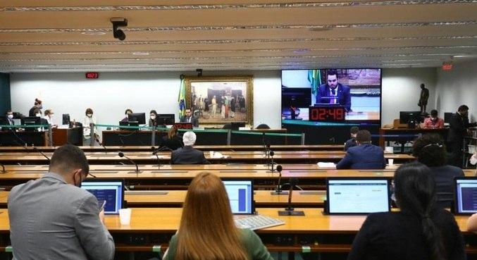 Sessão da comissão especial que derrubou o parecer do voto impresso