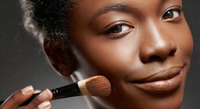 Como aplicar base no rosto- Dicas e truques para fazer a aplicação perfeita