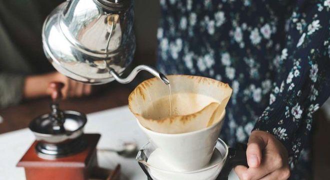 como coar o café