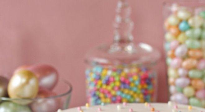 Como decorar bolo com balas