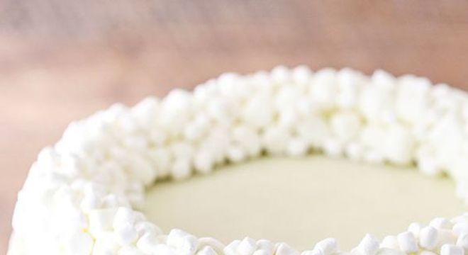 Como decorar bolo com marshmallow