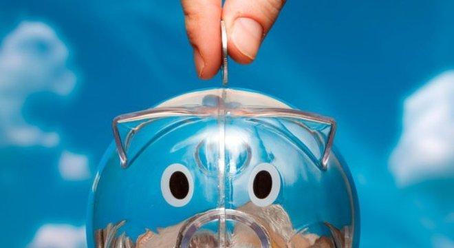 Como economizar dinheiro ganhando pouco: fuja de dívidas e planeje os gastos