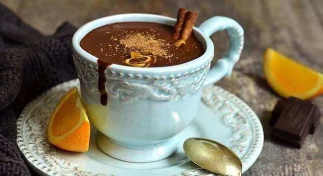 como fazer chocolate quente com laranja