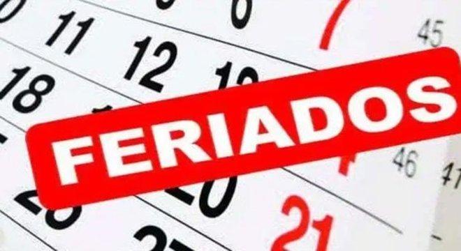 Como funciona a compensação de horas de trabalho aos feriados?