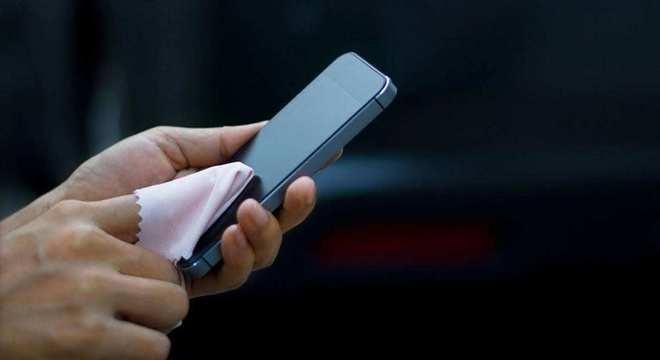 Como limpar o celular - passo a passo, recomendações e precauções