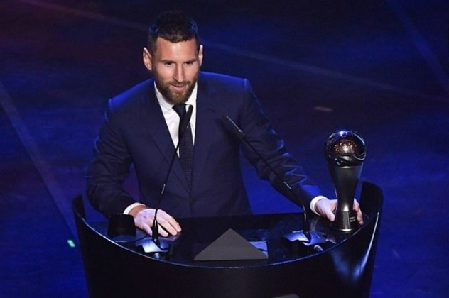 Como se não bastasse, foi eleito seis vezes o melhor jogador do mundo na temporada, se tornando o maior vencedor do prêmio e superando Cristiano Ronaldo no feito.