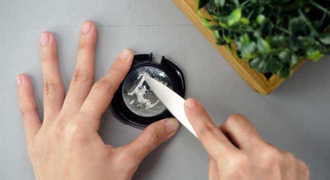 Como tirar cola de vidro- 10 dicas e truques fáceis e rápidos de fazer
