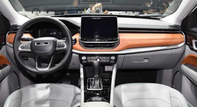 Interior tem multimídia Uconnect de quinta geração