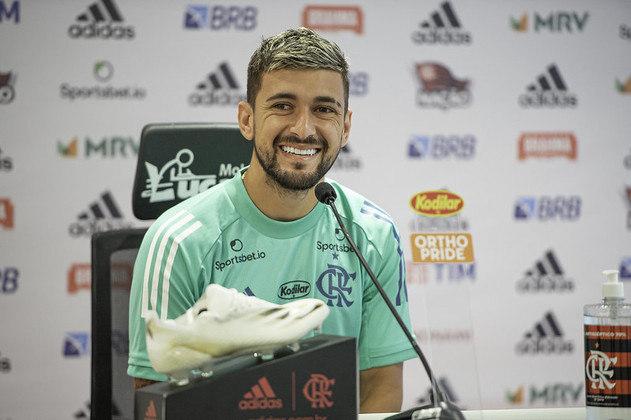 Comprado do Cruzeiro por mais de R$ 76 milhões, Arrascaeta chegou ao Flamengo em janeiro de 2019. Com gols e assistências, o uruguaio é dos jogadores mais decisivos do time nas últimas temporadas. Seu vínculo é até o fim de 2023.