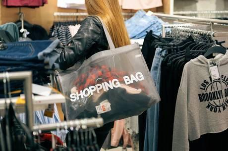 Evitar ir às lojas é uma forma de driblar o consumismo