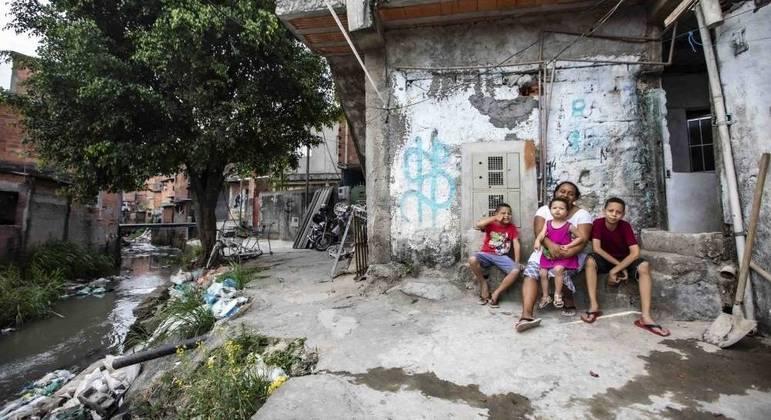 População precisa de comida, educação e infraestrutura para desigualdade começar a diminuir
