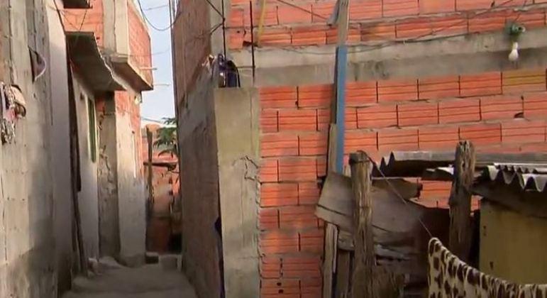 Mulher de 26 anos morreu carbonizada durante um incêndio em Carapicuíba (SP)