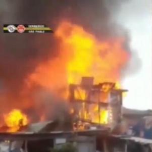 Comunidade na zona leste de SP, conhecida como favela do Pau Queimado, é incendiada e destrói cerca de 40 barracos