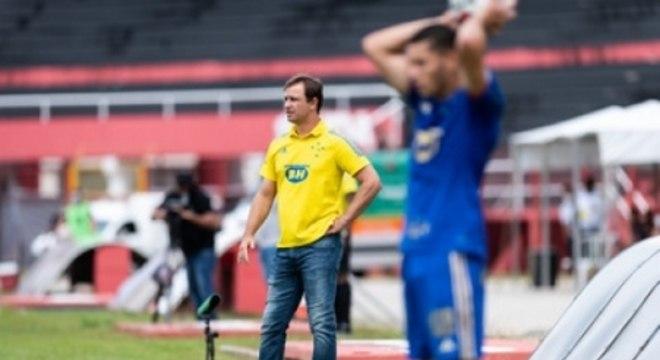 Conceição culpou o gramado do Manduzão na derrota do Cruzeiro para o Pouso Alegre