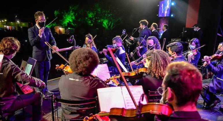 Orquestra conta com a participação da Flyer Cia de Dança, com coreografias, movimentos, texturas e sons