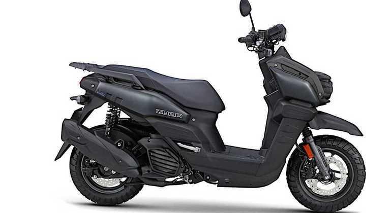 Scooter pode ser comprada nas cores azul ou preta