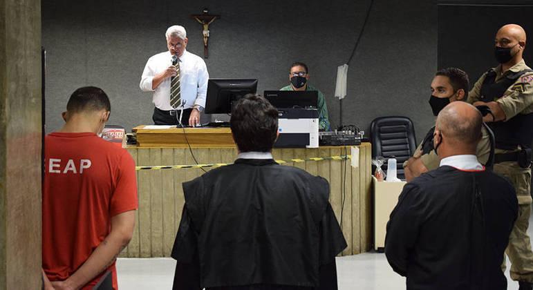 Dupla foi condenada por atirar mulher em rio no ano passado