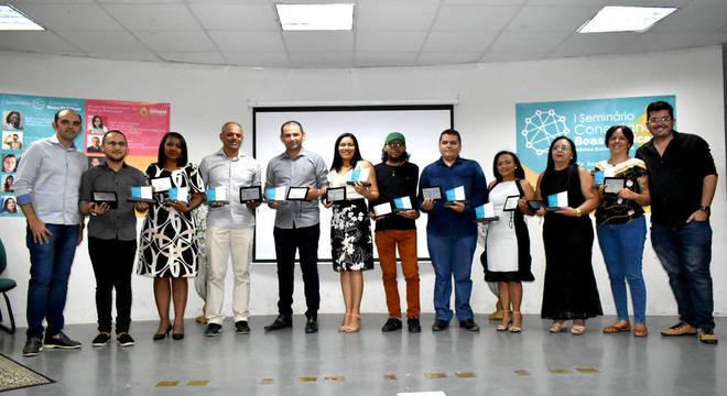 Os dez professores selecionados em Quixeramobim, entre Amaral Barbosa e Fernando Ronny