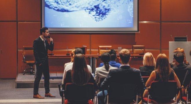 Boa parte das grandes conferências científicas são realizadas em inglês