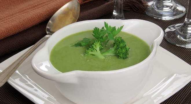Confira 4 receitas práticas e rápidas de sopas emagrecedoras
