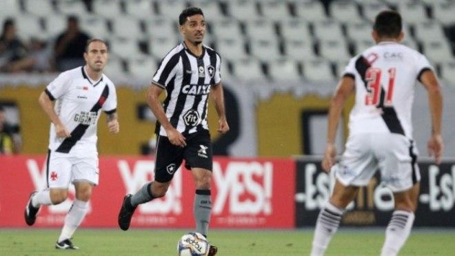 3687be7f3b Confira a seguir a galeria especial do LANCE! com as imagens da partida  entre Botafogo  Botafogo x Vasco ...