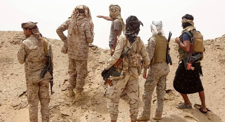 Forças do governo são apoiadas pela Arábia Saudita, enquanto rebeldes têm apoio iraniano