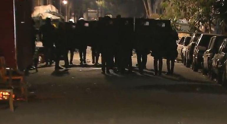 PM usa bombas em confronto com moradores para impedir invasão de terreno no Ipiranga (SP)