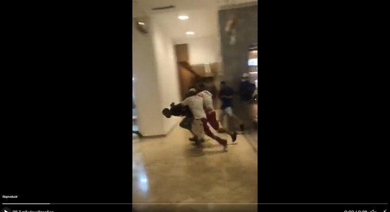 Jovens marcaram encontro no Park Shopping e entraram em confronto assustando frequentadores e lojistas