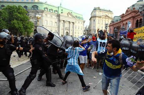 Velório de Maradona teve correria de novo nesta tarde