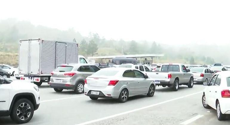 Sistema Anchieta-Imigrantes registra congestionamento na manhã deste sábado (4)
