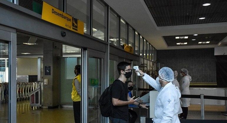 Barreira sanitária no aeroporto de Congonhas, em São Paulo