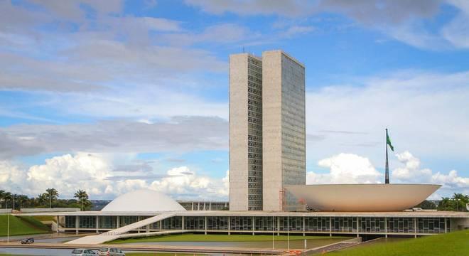 Câmara aprova penas maiores para desvio de dinheiro da covid-19
