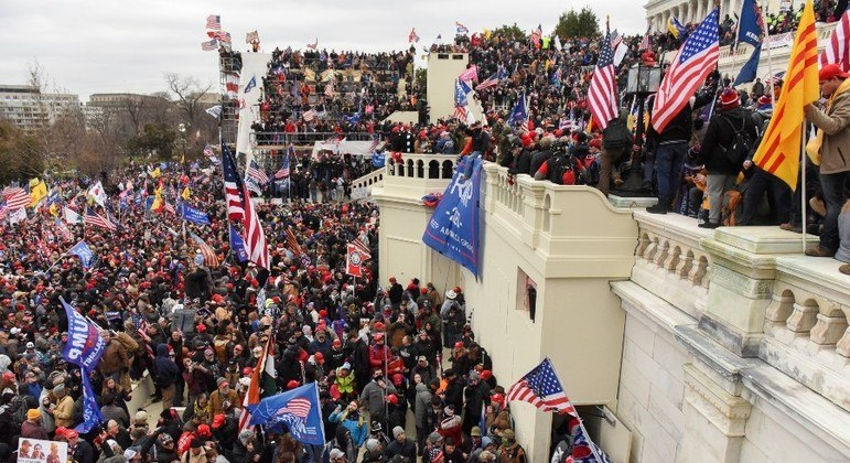 Manifestantes pró-Donald Trump invadiram o prédio do Congresso dos EUA